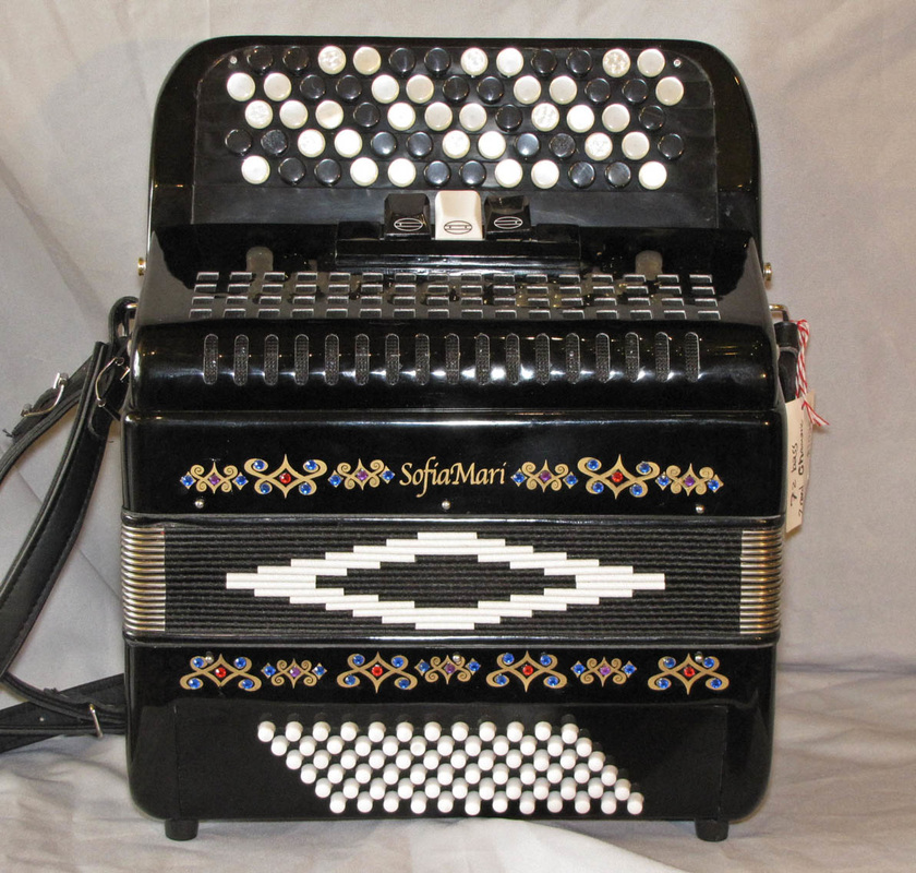 72 Bass Chromatic accordion
